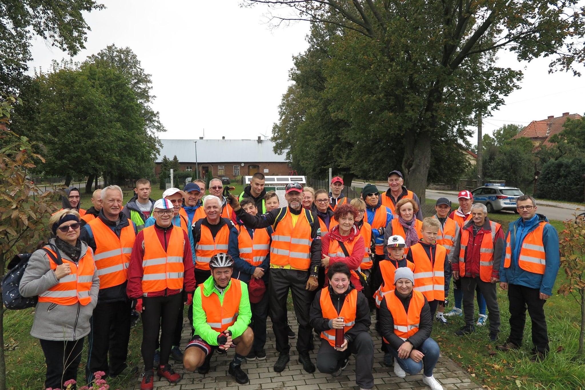 Uczestnicy rajdu rowerowego ''Wielkie kopiowanie mistrza Skurspkiego''.