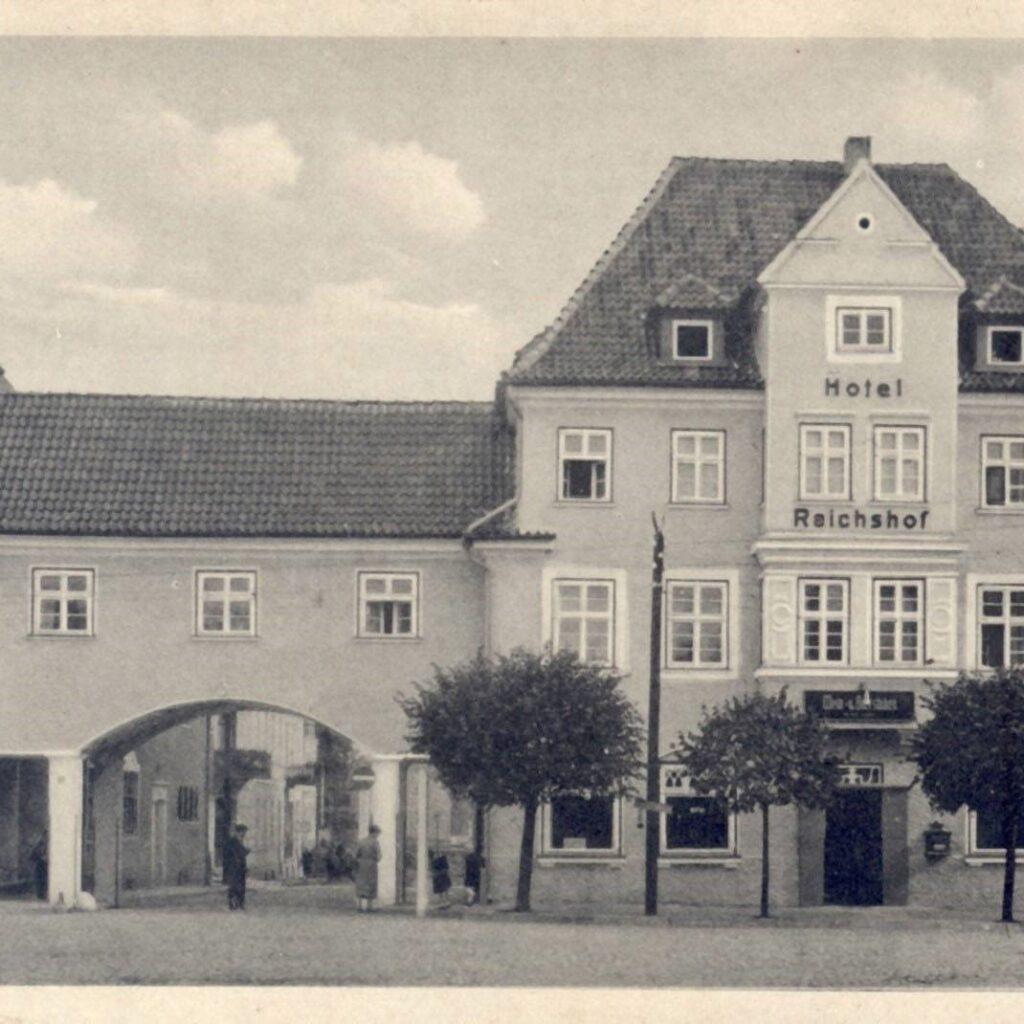 Budynek, w którym od 1945 r. mieściła się Powiatowa Biblioteka Publiczna w Działdowie