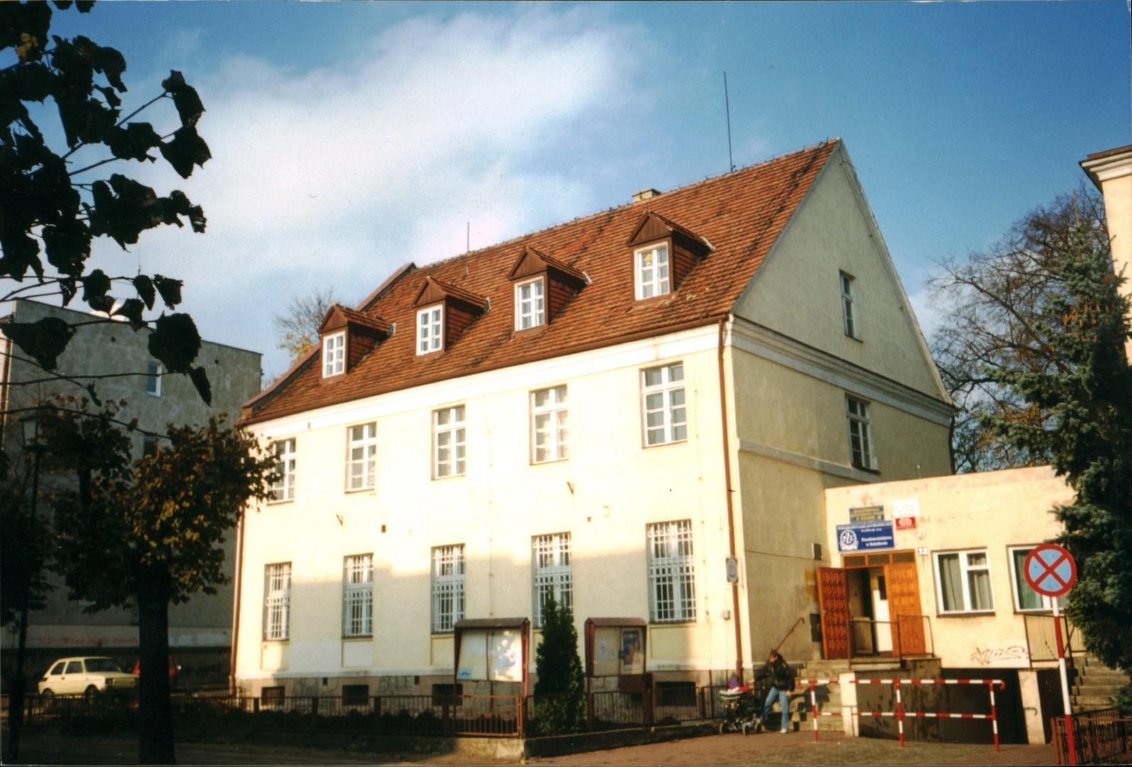 Budynek w którym od listopada 1991 roku mieściła się biblioteka przy ulicy Jagiełły 32