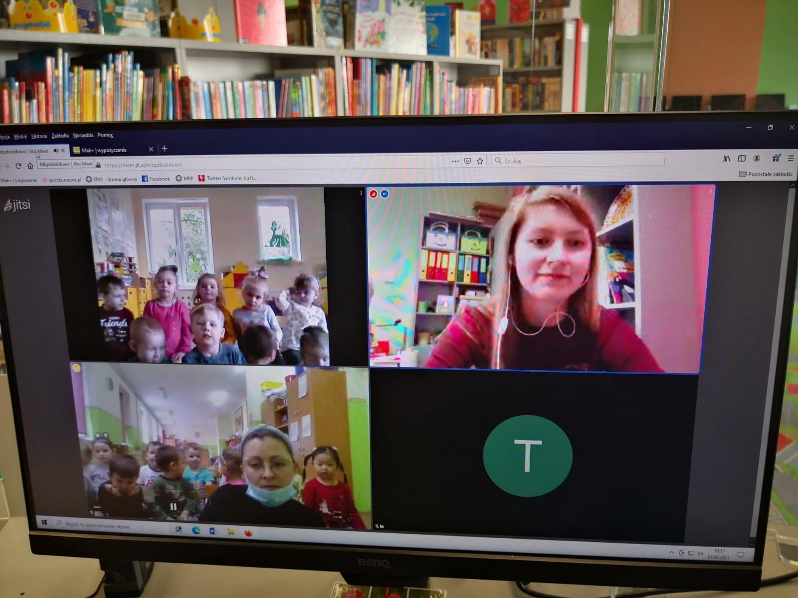 ekran monitora z włączonym komunikatorem do wideokonferencji z bibliotekarką Olą i dziećmi z przedszkola nr1