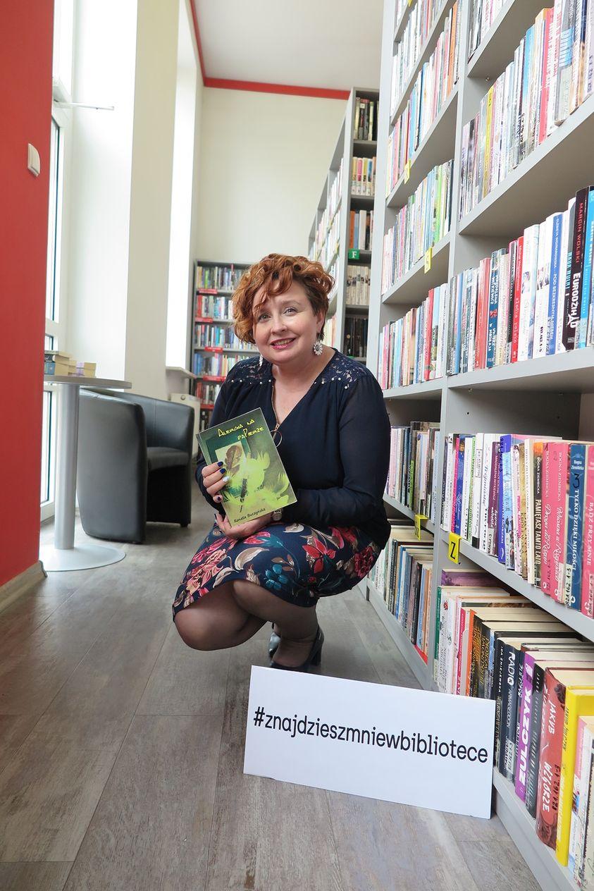 Renata Buczyńska w bibliotece